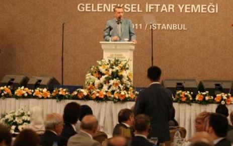 İstanbul İl Başkanlığı tarafından her yıl gercekleştirilen İftar yemeğine Başbakan Recep Tayyip Erdoğan'ın katılımıyla gercekleşti.