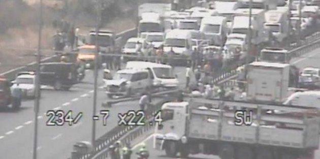 İstanbul'da Yüksek gerilim hattı yola devrildi