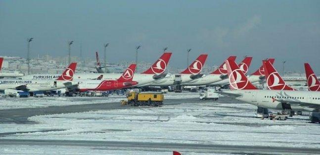 İstanbul'da uçak seferleri iptal ediliyor