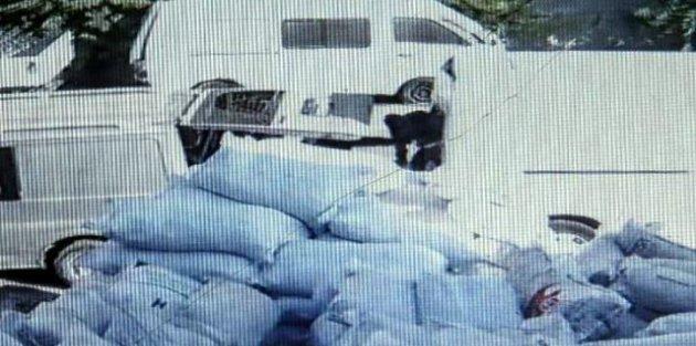 Maskeli 5 kişi, 4 dakika içinde 200 bin liralık mal çaldı