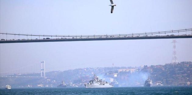 'Mavi Vatan 2019 Tatbikatı' tamamlayan gemiler İstanbul Boğazı'ndan geçti