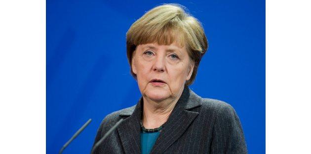 Merkel: Türkiye'ye yardım edilmeli