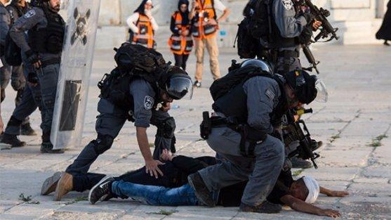 Mescid-i Aksa'da kılınacak cuma namazı için İsrail sınır muhafızları da Kudüs'e getirildi