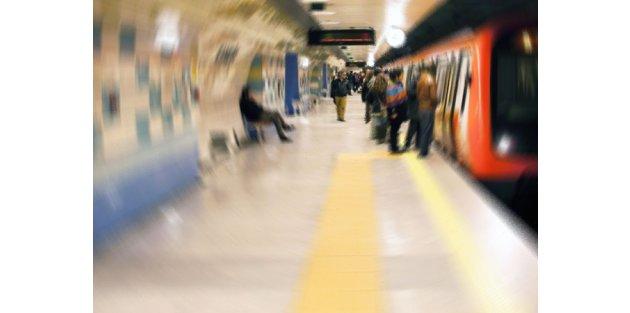 Metroda canlı bomba yakanlandı!