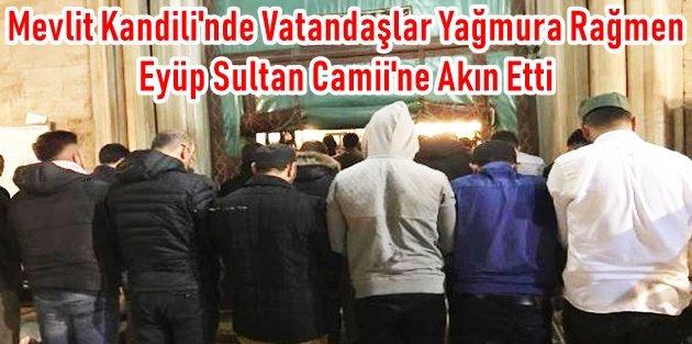 Mevlit Kandili'nde Vatandaşlar Yağmura Rağmen Eyüp Sultan Camii'ne Akın Etti