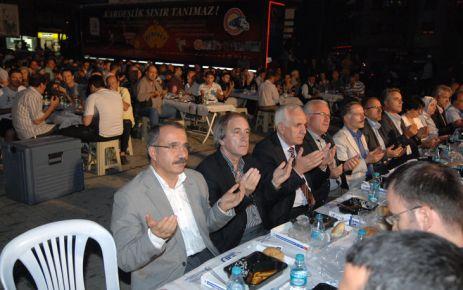 Milli Eğitim Bakanı Ömer Dinçer Bereket Konvoyu'nun Gostivar'da gerçekleştirdiği organizasyon'da.