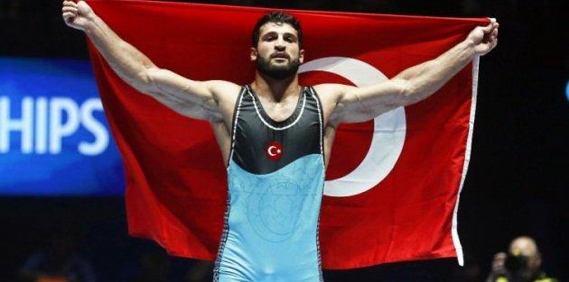 Milli güreşçi dünya şampiyonu