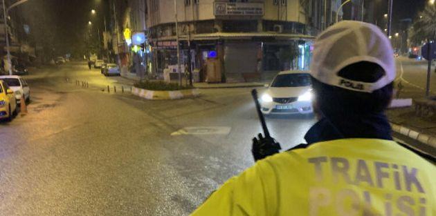 Saat 21.00'da sokağa çıkma yasağı başlıyor yasak pazartesi saat 05.00'te bitecek