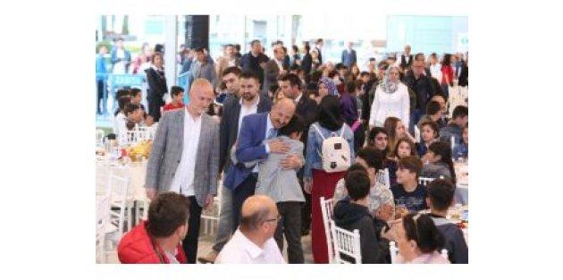 Sultangazi Belediyesi'nden Öğrencilere İftar