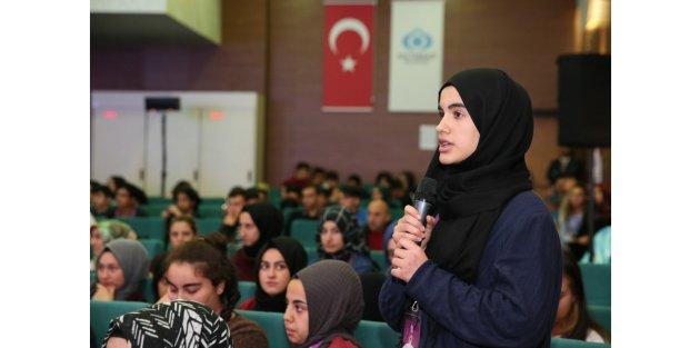 Sultangazi'de gençlerin sorunları konuşuldu