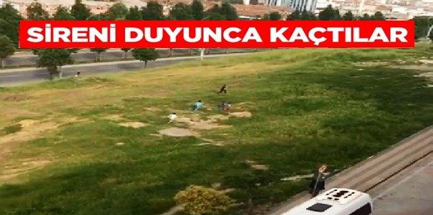Sultangazi'de Sokağa çıkma yasağına uymayan çocuklar polisi görünce kaçtı
