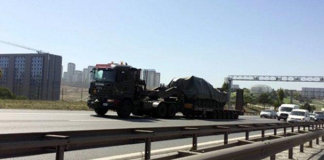 TEM'DE askeri araç hareketliliği!