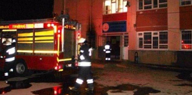 Teröristler Diyarbakır'da okul yaktı