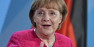 Angela Merkel'den Türkiye'ye övgü!
