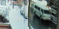Arnavutköy'de kayan minibüsü durdurmak isteyen sürücü canından oluyordu