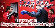 Başkan Aydın, Dünya Şampiyonu ile Kick Boks Yaptı