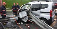 Bayrampaşa'da Kaza: Sürücü Araç İçinde Sıkıştı