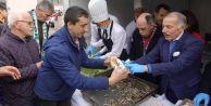 Bayrampaşa'daki festivalde 6 ton hamsi dağıtıldı
