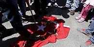 Ermeniler Türk bayrağını yaktı!