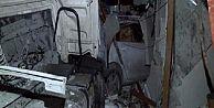 Eyüp'te Hafriyat Kamyonu Restorana Girdi 1 Ölü, 1 Yaralı