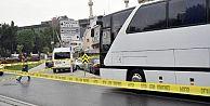 Eyüp'te kavşağı kaçırıp geri geri gelen otobüs vatandaşı ezdi