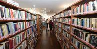 Gaziosmanpaşa Halk Kütüphanesine Gençlerden...