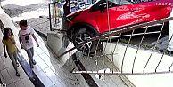 Gaziosmanpaşa'da çocukların saniyelerle kurtulduğu kaza