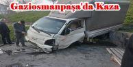 Gaziosmanpaşa'da Freni boşalan kamyonet Parkın Demirlerine  çarparak durdu