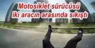 Gaziosmanpaşa'da Motosiklet sürücüsü iki aracın arasında sıkıştı