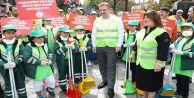Gaziosmanpaşalı Çocuklar Hem Çöp Topladı Hem de Vatandaşı Bilgilendirdi