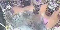 İETT otobüsünün mağazaya dalma anı kamerada !