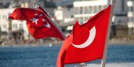İki ilde Türk Bayrağı'na saldırı
