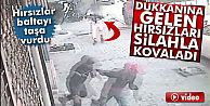 Olay Sultangazi'de; İş Yerindeyken Dükkanına Gelen Hırsızları Silahla Kovaladı