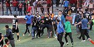 Karagümrük'te rakip futbolculara bıçaklı saldırı!
