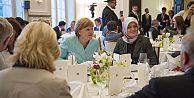 Merkel ilk kez bir iftara katıldı