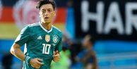 Mesut Özil'in kararı Almanya'daki tartışmaları alevlendirdi