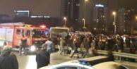 Metrobüs Bariyerleri Parçaladı, E-5'e Daldı