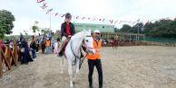 Sultangazi'de At Binme Tesisleri Çocukların İlgi Odağı