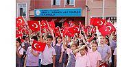 SULTANGAZİ'DE BİNLERCE ÖĞRENCİYE 660 BİN DEFTER YARDIMI YAPILDI