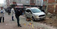 Sultangazi'de bir kişi sokak ortasında bacaklarından vuruldu