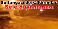Sultangazi'de kaldırımlar sele dayanamadı