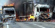 Teröristler 70 yolcuyu rehin alıp otobüsü yaktı