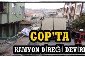 Gaziosmanpaşa'da Kamyon Direği Devirdi,Mahalleli Elektriksiz kaldı!