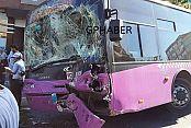 Gaziosmanpaşa'da Özel Halk Otobüsleri Kafa Kafaya Çarpıştı: 3 Yaralı