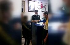 Bayrampaşa'da taksi şoförü, aracında unutulan altınları sahibine teslim etti