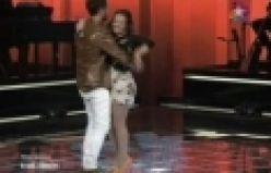 Murat Boz sahneye atlayıp Semiramis ile dans etti - izle Star TV'de ekrana gelen O Ses Türkiye'nin dün geceki bölümünde Semiramis Çalışan, Alicia Keys'in 'Falling' isimli parçasını seslendirdi