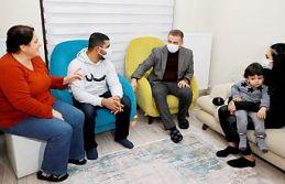 Başkan Usta, 21 Gün Esir Alınan Denizciyi Evinde Ziyaret Etti