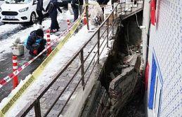 Gaziosmanpaşa'da istinat duvarı çöktü