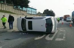 Sultangazi'de takla atan otomobil yan yattı