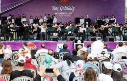 Gaziosmanpaşa'da kursiyerler resimden müziğe yeteneklerini sergiledi